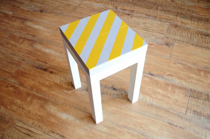 ストライプの椅子