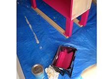 11. 塗料はペイントバケツに移して使います。バケツ内部のネットにより余分な塗料を落とせるので、塗料がボテッとかたまらずに塗ることが出来て便利です。
