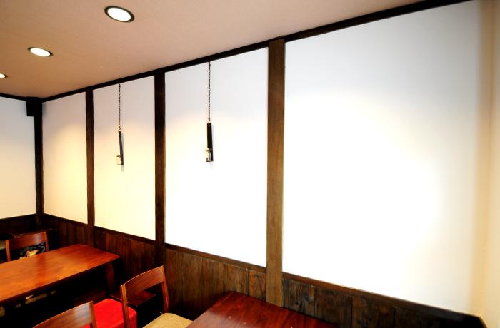 職人さんが施工したのではないかと驚くほど綺麗な仕上がりの漆喰の壁
