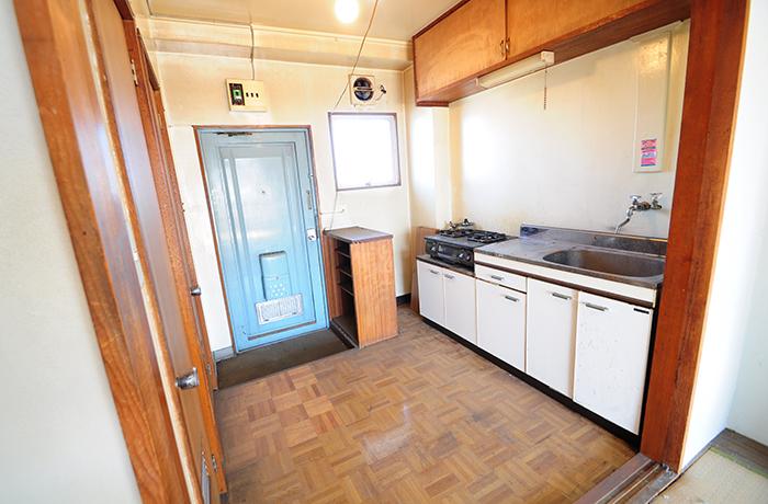 キッチンは年数が経ち、錆びてしまっていました