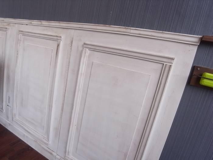 11.壁に腰板を貼り付けた後にモールディングを上から貼って完成!