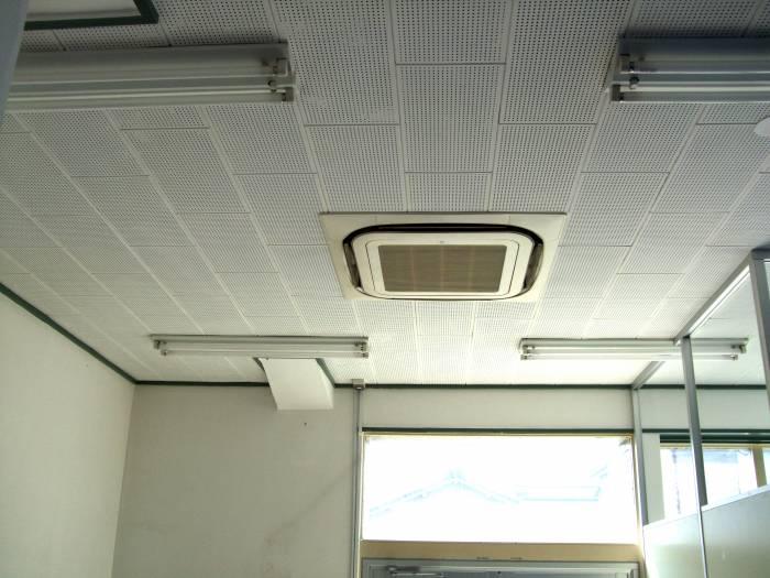 施工前:天井もまだありました。