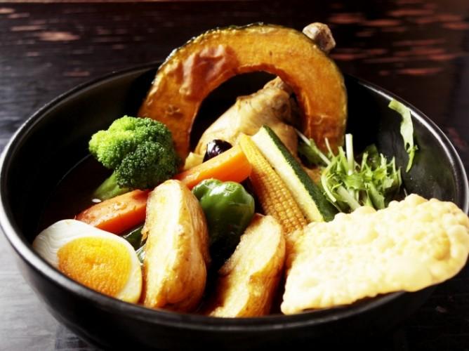 自然の恵みがたっぷりの極上スープカレーと、ほっとする昭和レトロの空間は 至福のひとときを感じられます。