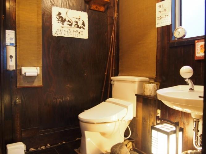 お手洗いは和モダンな雰囲気で、ゆったりとした贅沢な空間です。